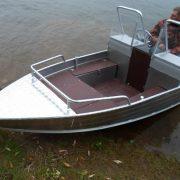 Лодка Wyatboat-390M с консолями